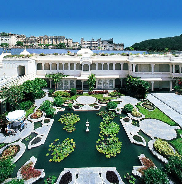 Lily pond at the Lake Palace - by Taj Hotels, Resorts and Palaces (Taj images) [CC BY-SA 3.0 (https://creativecommons.org/licenses/by-sa/3.0)], via Wikimedia Commons