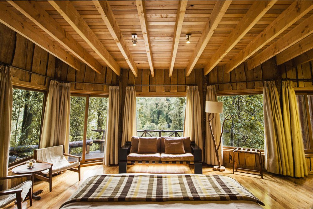 The Nawelpi Lodge, located in the middle of the forest at the Huilo-Huilo Resort, is a place to relax and connect with nature.