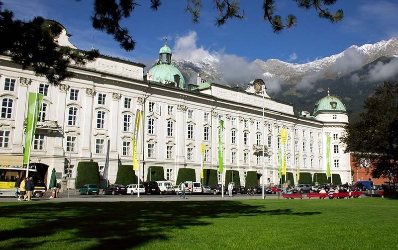Hofburg Imperial Palace - Image by QEDquid (File:Hofburg Innsbruck Austria.jpg) [CC BY-SA 3.0  (https://creativecommons.org/licenses/by-sa/3.0)], via Wikimedia Commons